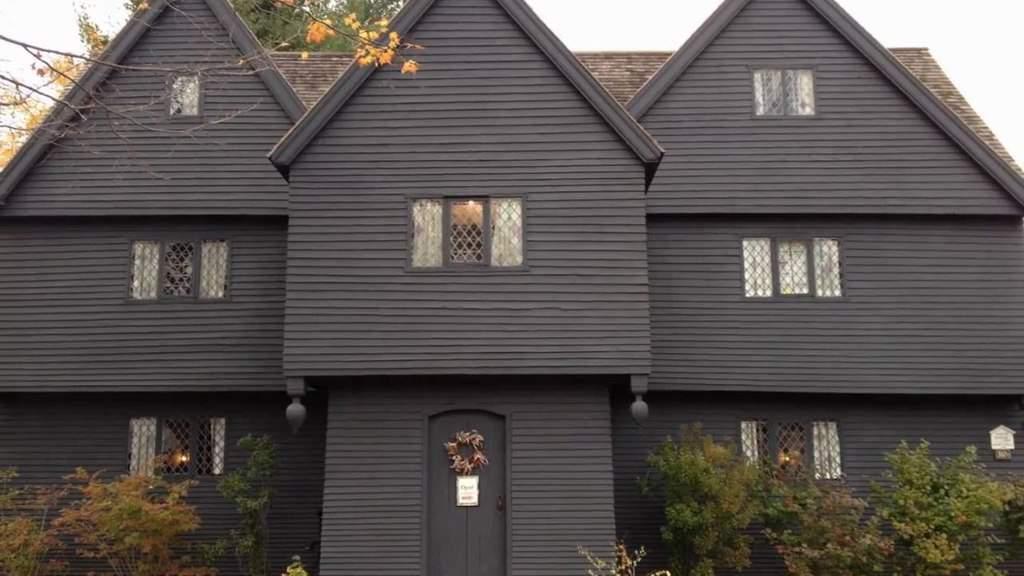 salem-witch-house-outside