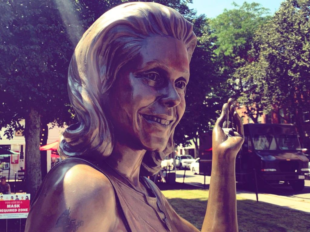 bewitched-statue-salem-massachusetts-1280x960-01