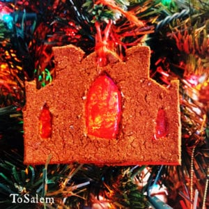 tosalem-witch-museum-yule-ornament-1000x1000